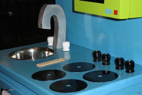 play kitchen stove eyes knobs faucet